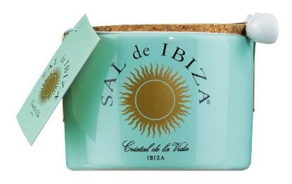 Bild von Fleur de Sel im Keramiktöpfchen mit Löffel - Sal de Ibiza